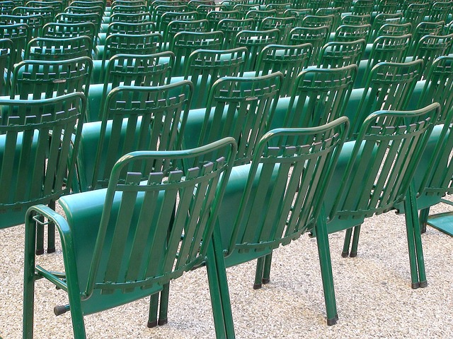 chairs-442978_640
