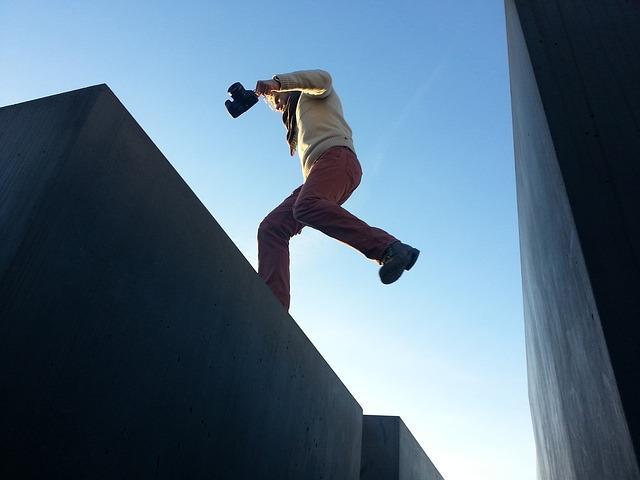 jump-690867_640